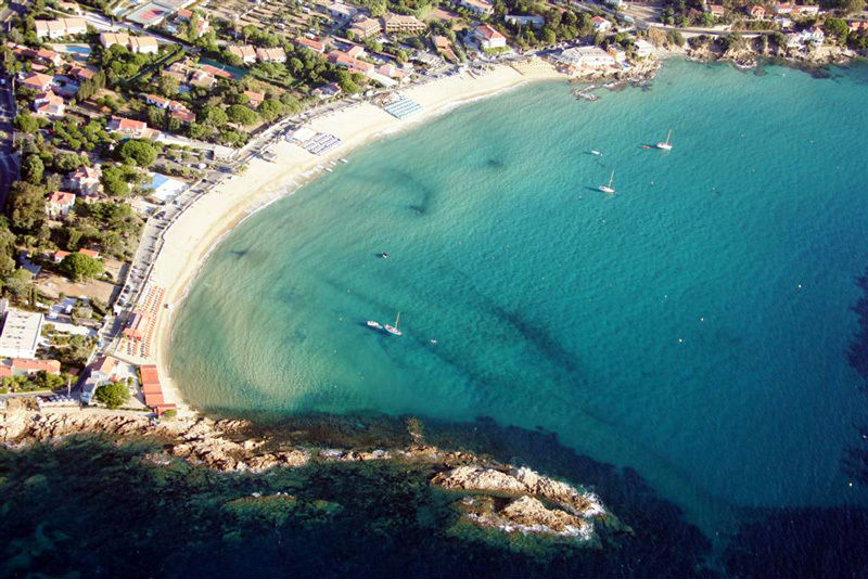 Hidden gems best beaches for families on the c te d azur small folk travel - Office de tourisme le lavandou ...